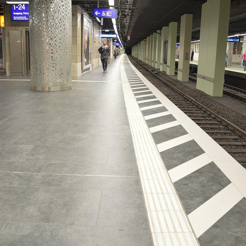 Bodenfliesen HBF Frankfurt